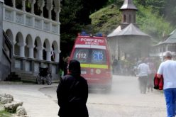 Zeci de pelerini veniți la Mănăstirea Prislop au avut nevoie de ajutorul SMURD
