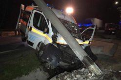 FOTO: Accident teribil in județul Maramureș. O ambulanță a doborât un stâlp de beton de pe marginea drumului