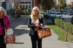 VIDEO: Elena Udrea, sexy şi elegantă la primele cursuri de la Teologie!