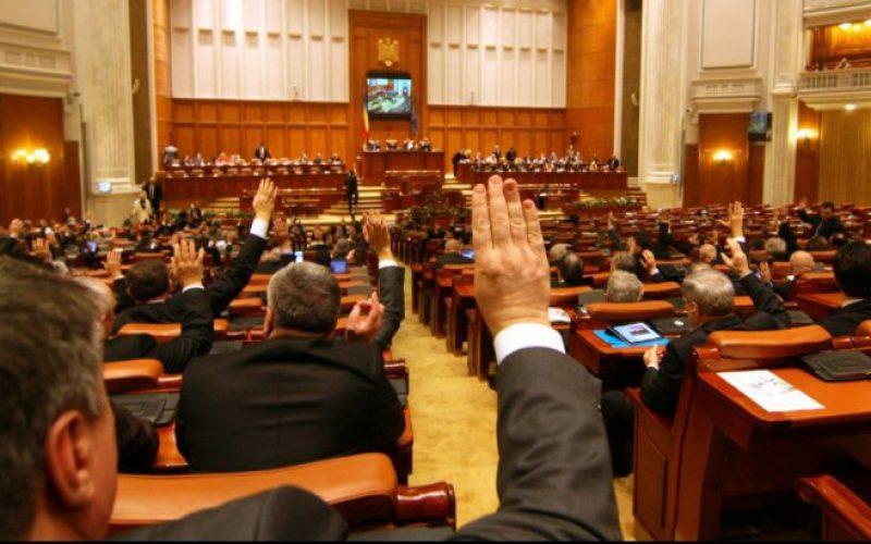 Proiect de lege cu iz neo-marxist adoptat de Senat. Se interzice referirea la identitatea de gen în școlile și universitățile din România