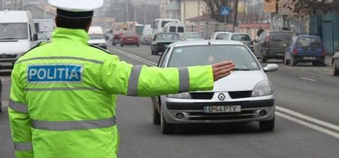 Fără permis la volan a încercat să scape de poliție. Nici alți șoferi nu au fost mai norocoși