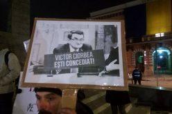 """FOTO/VIDEO: Clujenii, lecție de implicare civică. Sute de tineri protestează într-un frig cumplit: """"Ciorbea, eliberează postul!"""""""
