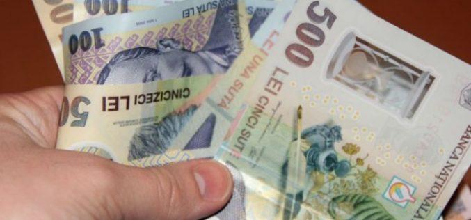 Un tânăr din Cluj a ajuns după gratii pentru 800 de lei. Acesta a intrat peste un bătrân în casă, i-a furat banii și l-a lovit