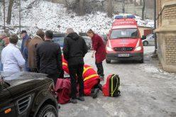 VIDEO / Directorul I.M.L. Cluj, Dr. Marius Vartic, a suferit azi o comoţie cerebrală după o cădere pe gheaţă în curtea instituţiei, scrie Gzeta de Cluj