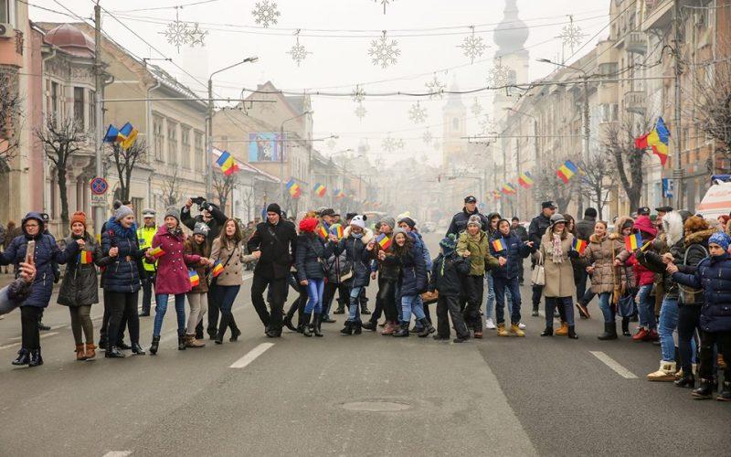 FOTO: 158 de ani de la Unirea Principatelor Române! Politicienii s-au prins în horă la Cluj-Napoca