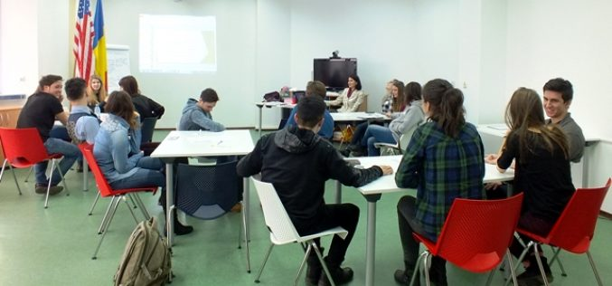 FOTO Cursuri gratuite de antreprenoriat pentru tinerii clujeni. Programul a fost finanțat de Ambasada SUA