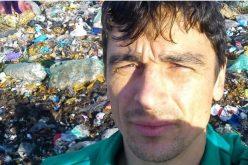 """Deputatul USR, Adrian Dohotaru își prezintă activitatea parlamentară: """"În coșul de gunoi, era și o pungă cu sărățele pe jumătate plină. Am luat-o din coș și am mâncat sărățelele"""""""