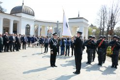 FOTO La 195 de ani de la atestarea documentară a Poliţiei Române, IPJ Cluj a primit drapelul unității