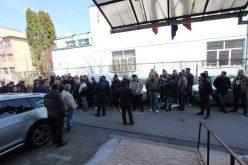 """Cluj: REVOLTĂ la CTP. 100 de șoferi au amenințat: """"Ne gândim să tragem vagoanele în faţa Primăriei şi să blocăm traficul. Să vedeţi atunci cum le zboară scaunele"""""""