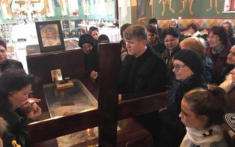 SCANDALOS: Gestul preotului Cristian Pomohaci chiar la căpătâiul ILENEI CIUCULETE, i-a şocat pe oameni! / GALERIE FOTO