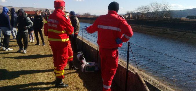 FOTO și VIDEO Tânărul care a căzut în CANALUL de aducțiune al lacului Gilau a fost găsit fără suflare