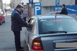 FOTO Razie a poliției în Piața Mihai Viteazu din Cluj. 80 de persoane au fost LEGITIMATE și s-au dat 21 de amenzi