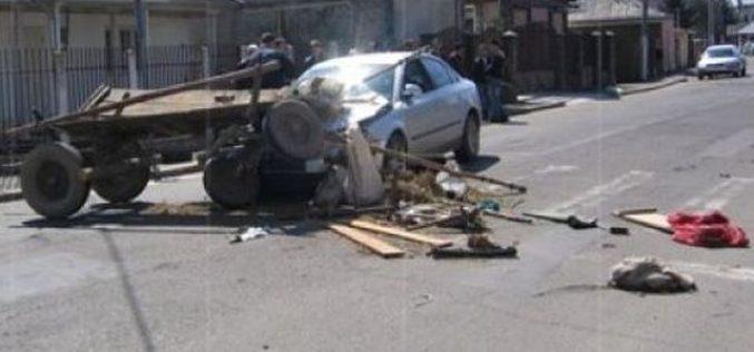 Căruțele nesemnalizate, CAPCANE pentru șoferi. Un bărbat a fost grav rănit pe un drum din Cluj