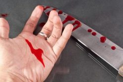 Un clujean și-a lovit soția cu un cuțit și, când a văzut poliția, s-a ÎNJUNGHIAT în burtă
