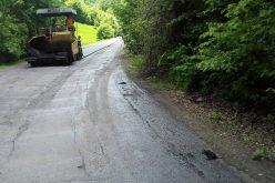 FOTO Lucrări de asfaltare pe drumul județean 107R Băișoara – stațiunea Muntele Băişorii