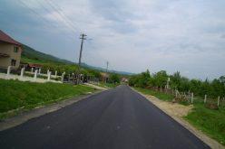 GALERIE FOTO: Au fost finalizate lucrările de asfaltare pe drumul judeţean Viile Dejului – Cetan – Vad