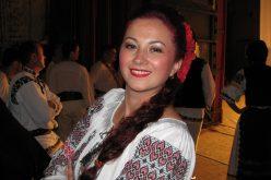 """Iuliana Dăncuș: """"Dansul tradiţional românesc ar trebui să devină o disciplină în şcoli"""""""