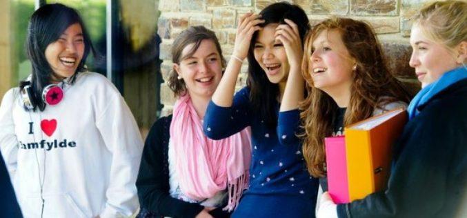 Cu sau fără Brexit, elevii români pot studia gratuit în Marea Britanie