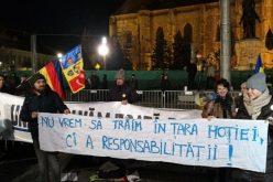 """Protest la Cluj faţă de legile justiţiei. """"Actuala coaliţie de guvernare susţine hoţia, ineficienţa, haosul"""""""