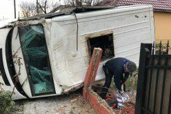 VIDEO: ACCIDENT grav in judetul CLUJ. Masina de transport valori rasturnata in curtea unei case