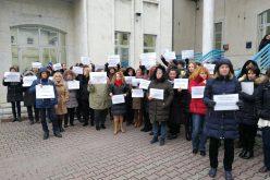 VIDEO: Protest spontan în fața sediului ITM Cluj. Angajații, nemulțumiți de legea salarizării