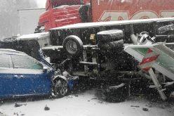 VIDEO: Dezastru pe autostradă din Cehia. Români blocați din cauza unui carambol