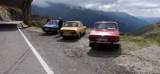 Opt sătmăreni pornesc în aventura vieții lor: cu Dacia în deșert