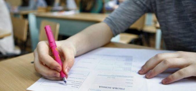 Elevii clasei a XII-a susţin prima probă la BAC, cea de Limba şi Literatura Română | Subiecte şi barem Bacalaureat Română