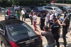 VIDEO / Protestatar #Rezist, agresiune verbala si semne obscene la adresa lui Calin Popescu Tariceanu
