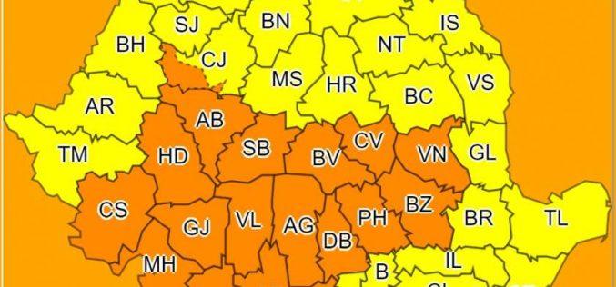O furtună puternică loveşte România. Cod Galben, Cod portocaliu şi fenomene meteo extreme.