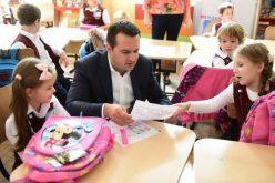 """""""PRIMUL MEU GHIOZDAN"""" – Rechizite gratuite pentru toți elevii băimăreni din clasa pregătitoare"""