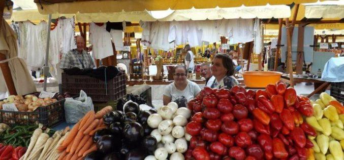 Peste 200 de mici fermieri, cultivatori de fructe şi legume vin la Zilele Recoltei
