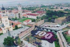 Record mondial, stabilit la Alba Iulia: cea mai mare hartă formată din oameni