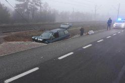 FOTO / O mașină a intrat într-un cap de pod  dupa ce șoferul a adormit la volan
