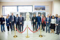 """Dezvelirea bustului regelui Decebal la Aeroportul Internaţional """"Avram Iancu"""" Cluj"""