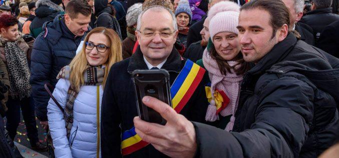 FOTO/ VIDEO Centenarul văzut de la Cluj: paradă militară, confetti și concerte