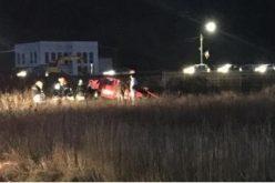 ACCIDENT / O persoană a decedat iar o alta a fost rănită grav după ce mașina lor a fost lovită de tren – VIDEO