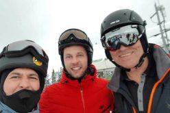 Preşedintele Klaus Iohannis s-a fotografiat cu turiştii pe pârtia Transalpina