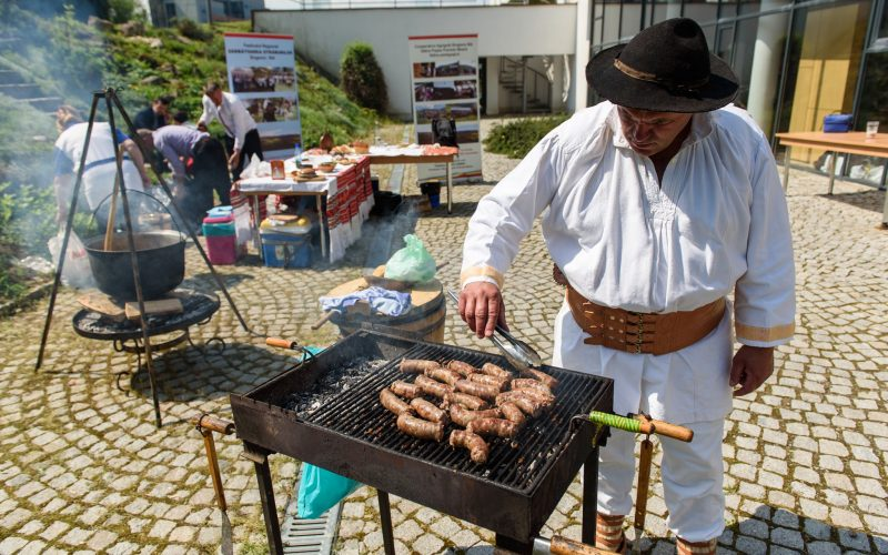 Ostropel de rață, palaneț cu varză sau cârnați de Apuseni, printre mâncărurile reinterpretate de studenți Festivalul Produselor Tradiționale