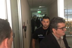 FOTO / Scandal cu politia la Aeroportul International Cluj. Sedinta consiliului de administratie a fost suspendata dupa ce membri sindicatului au intrat peste consilieri