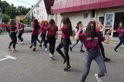 Flash mob al studenților clujeni pentru ca cetățenii să se implice în ecologizare și să iasă la vot