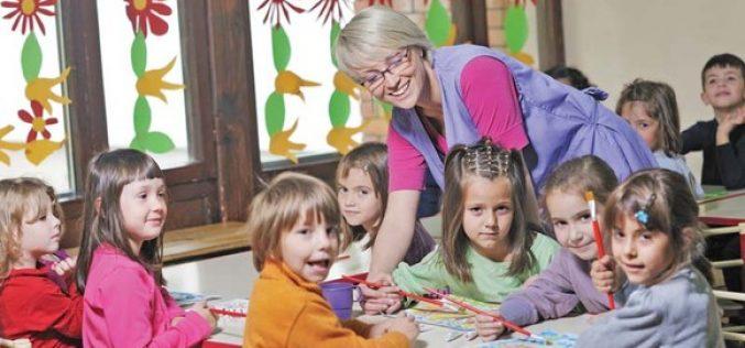 Copiii înscriși la grădiniță ar putea să primească  100 lei/lună, dacă familia câștigă 530 lei/lună/membru – PROIECT DE LEGE