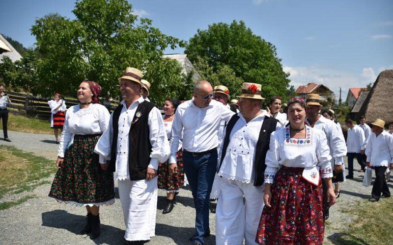 FOTO / Festivalul Danțului la Șură de la Groși, reînviat în urmă cu unsprezece ani de către Mărioara și Dumitru Dobrican, a ajuns la ediția a XI-a.