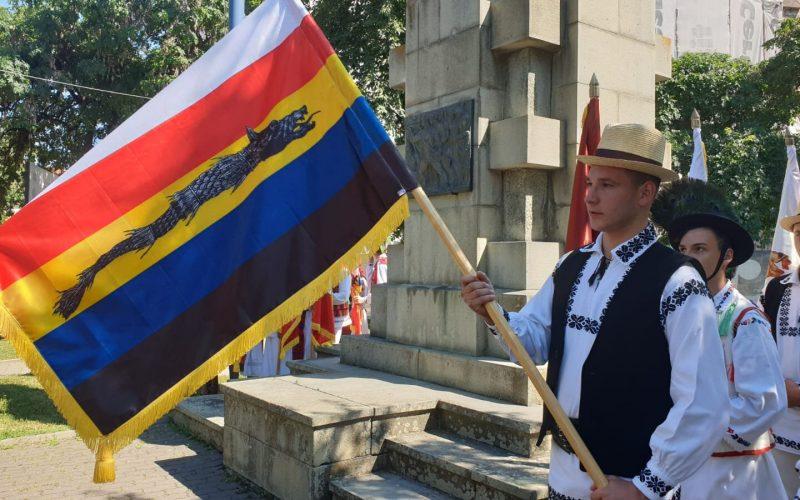 Eveniment unic în România: Paradă cu 24 de steaguri istorice, la Bistrița