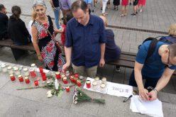 FOTO / Oameni în stradă și la Cluj. Pe zona pietonală au scris #112 și #19 ore