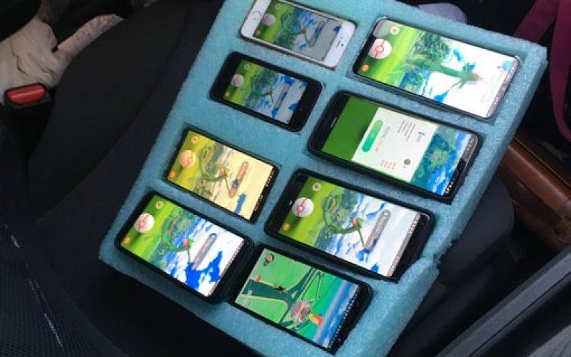 Un polițist a găsit pe autostradă un șofer care oprise ca să se joace pe opt telefoane simultan
