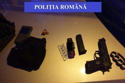 Ce arme au găsit polițiștii în mașina indivizilor care au amenințat cu pistolul o femeie, în trafic. Un bărbat a fost reținut pentru 24 de ore