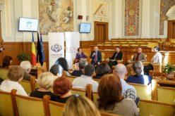 Student de 93 de ani la deschiderea Universității Vârstei a 3-a. Curs susținut de Emil Boc