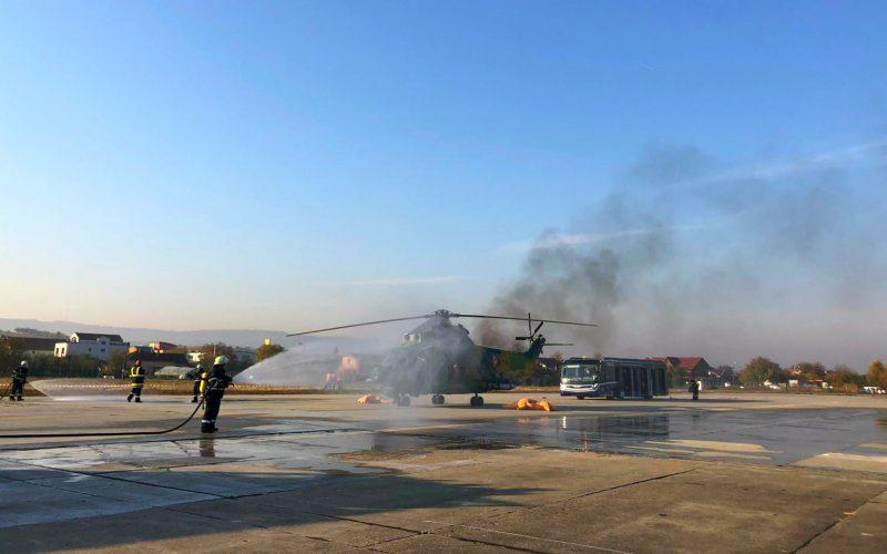 """Exercițiu cu peste 50 de mijloace de intervenție în cazul unui accident de aviație civilă pe Aeroportul Internațional """"Avram Iancu""""!"""
