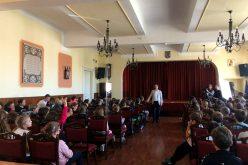 Lecția juridică de clasa primară: judecătorul Cristi Danileț în rolul de învățător